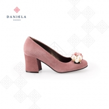 PINK SHOES WITH ORNAMENT