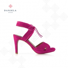SANDALS WITH CROSSED STRINGS