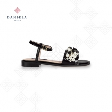 PATENT LEATHER SANDAL WITH PEARLS
